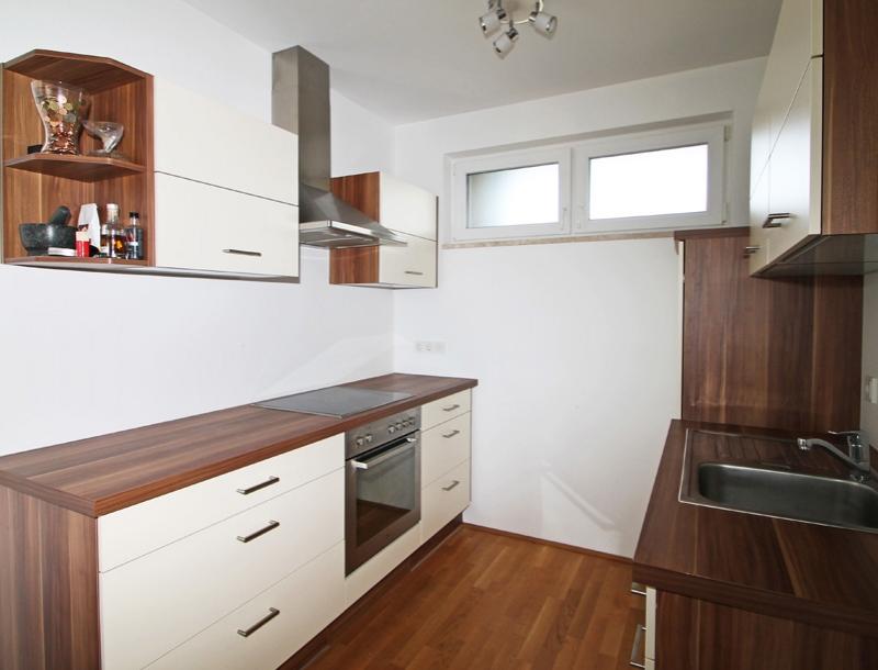 blickf nger 1 2 zimmer wohnung 48 m wfl 11 m balkon. Black Bedroom Furniture Sets. Home Design Ideas